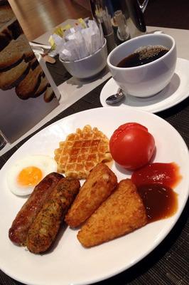 novotel_breakfast_040813.jpg